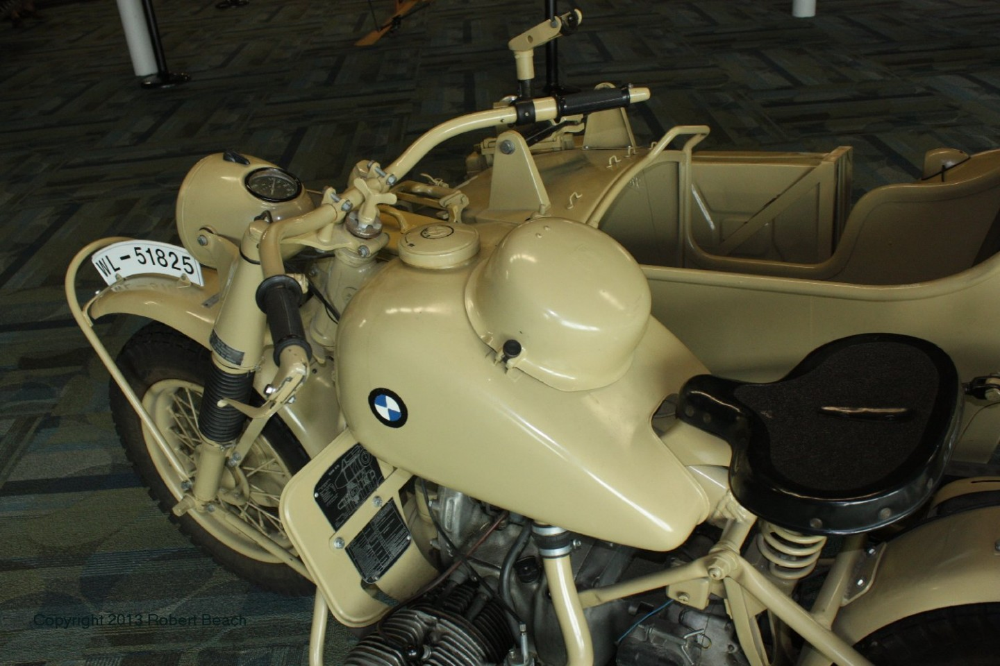 BMW_Mtrcycle_sidecar_cycle_top center_frm left